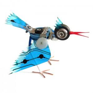 Механическая птица в облаках
