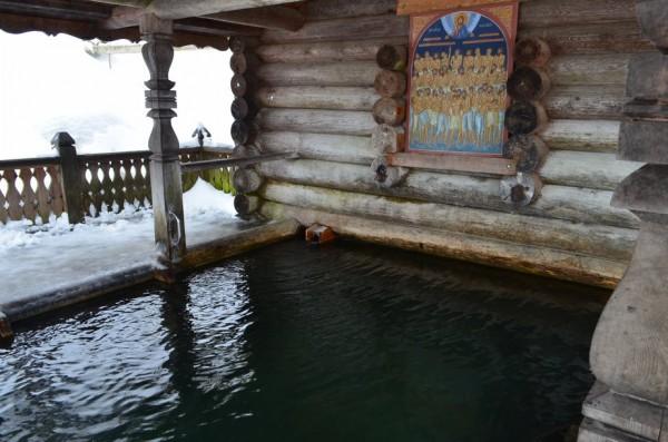 А это купель. Тут всегда температура воды 7 градусов цельсия.