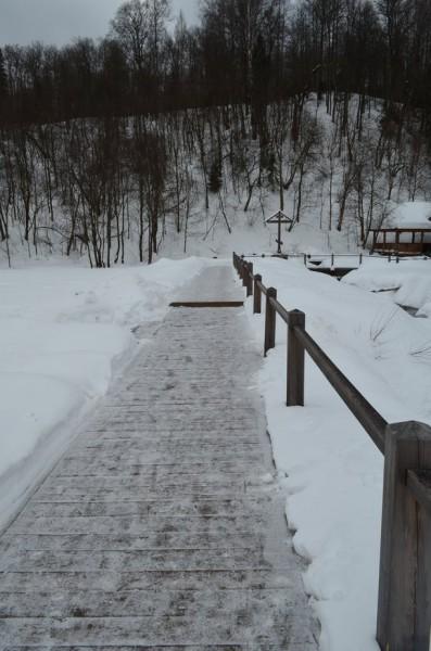 Еще везде около источника поставили деревянные мостки, от которых я просто в восторге.