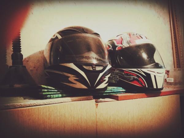 Обязательно надевайте шлем на скутере!